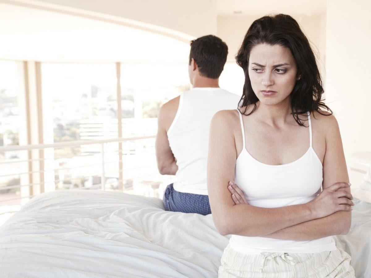 24 señales alarmantes de que tu esposo o novio te está engañando