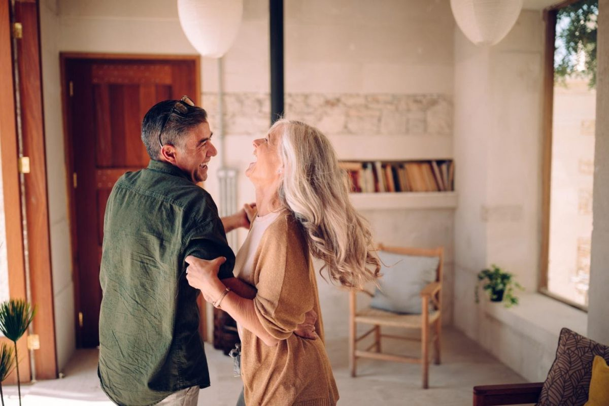 17 Expert Tips To Keep Your Marriage Strong And Blooming During Quarantine