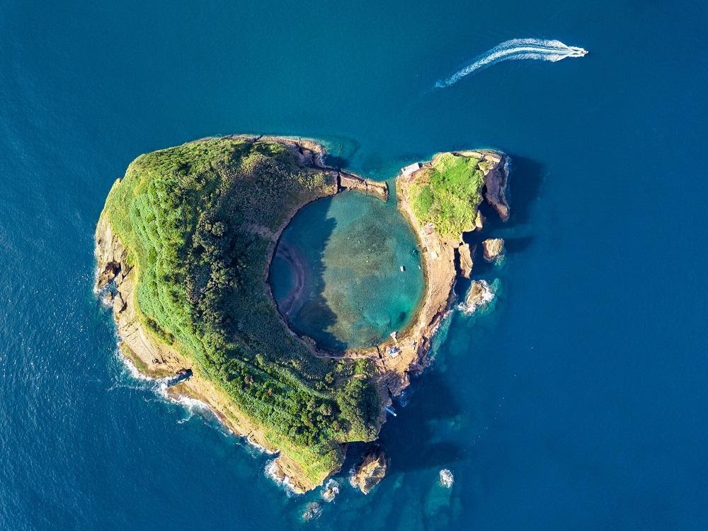 Top 13 Gorgeous Off-The-Grid Islands To Travel To
